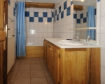 1-salle-de-bain-Miethauschen-apartments-savoie-menuires